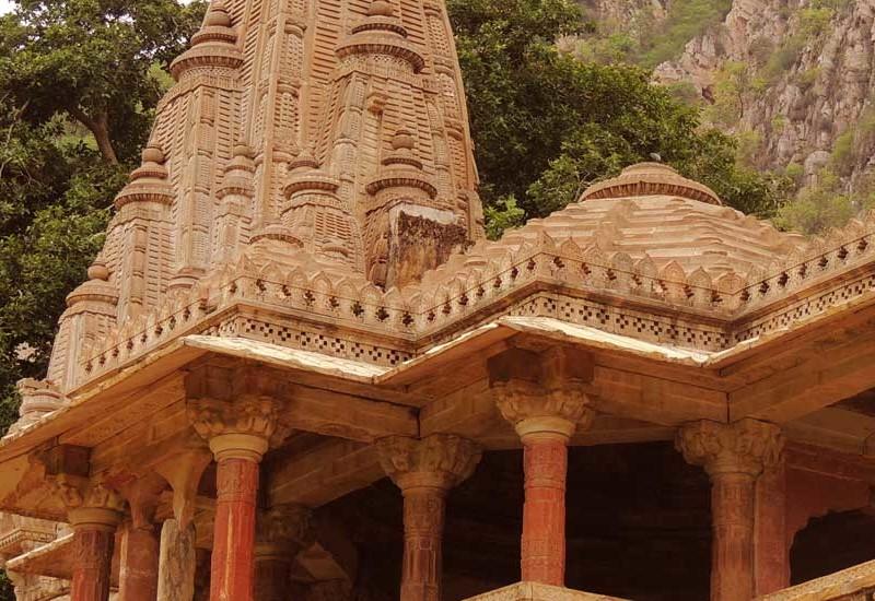 Rustik Travel Living_it_up_at_Magnificent_Hindu_Temple
