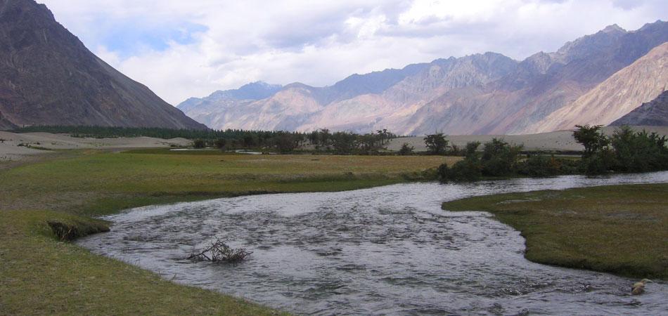 Indus River_Ladakh_Rustik_Travel